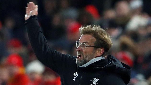Rozlícený kouč Liverpoolu Jürgen Klopp během derby s Evertonem.