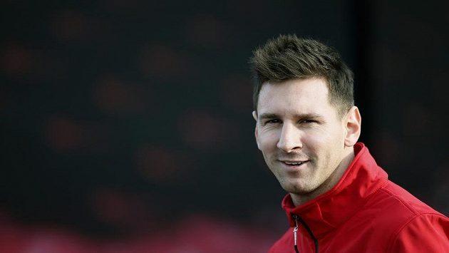 Útočníka Barcelony Lionela Messiho zasáhla v utkání s Valencií plastová lahev do hlavy.