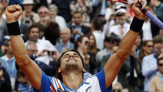 David Ferrer se raduje, ve čtvrtfinále turnaje v Monte Carlu vyřadil světovou jedničku a hlavního favorita Rafaela Nadala.