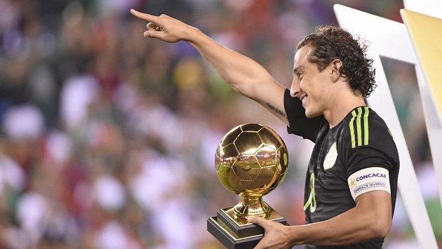 Mexičan Andrés Guardado (18) jásá po vítězství ve finále Zlatého poháru nad Jamajkou.