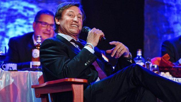 """Legendární hokejista Wayne Gretzky už sice dávno nehraje, teď ale vzpomínky na něj ožívají. Na scéně je totiž jeho """"skoro"""" jmenovec Greckij"""