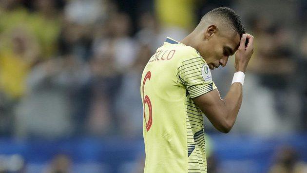 Kolumbijec William Tesillo po neproměněné penaltě proti Chile.