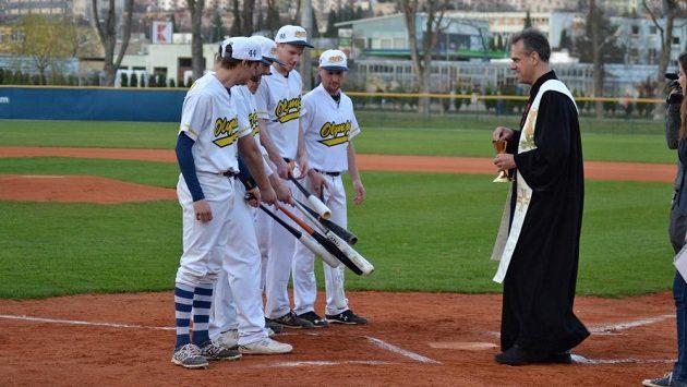 Baseballistům Blanska nepomohlo ani požehnání. Draci je v ligové premiéře zničili. Teď si brněnský tým zahraje o titul.