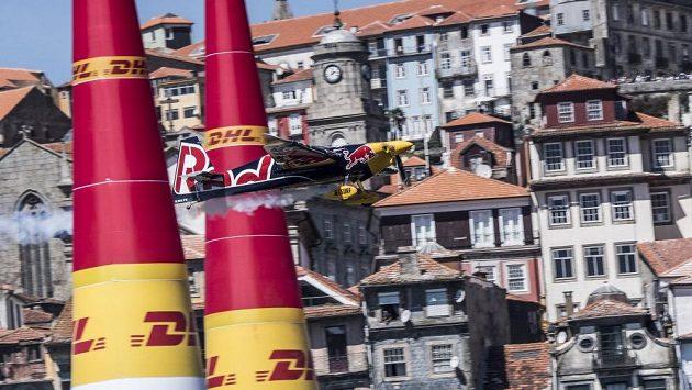 Martin Šonka při závodu Red Bull Air Race v Portu.