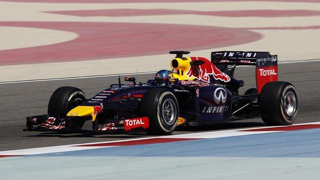 Sebastian Vettel při testech v Bahrajnu.