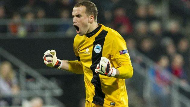 Liberecký brankář Lukáš Hroššo (na snímku) se raduje, Jevgen Budnik právě vyrovnal v Alkmaaru na 1:1.