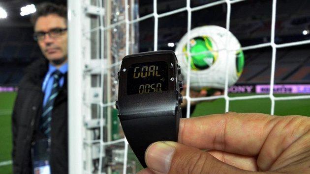 Nové technologie mají rozpoznat, jestli míč přešel celým svým objemem brankovou čáru.