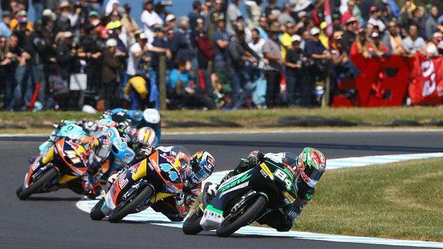 Jakub Kornfeil (vpředu) obsadil páté místo v motocyklové Velké ceně Austrálie.