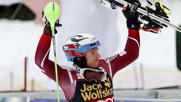 Norský lyžař Henrik Kristoffersen vyhrál malý křišťálový glóbus za slalom.