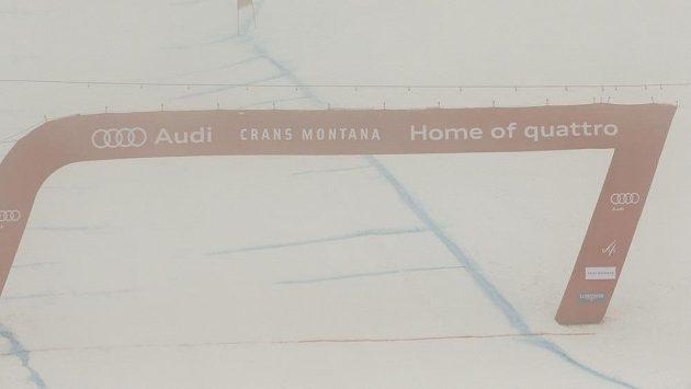 Mlha v Crans Montaně nepustila lyžařky na trať závodu SP.