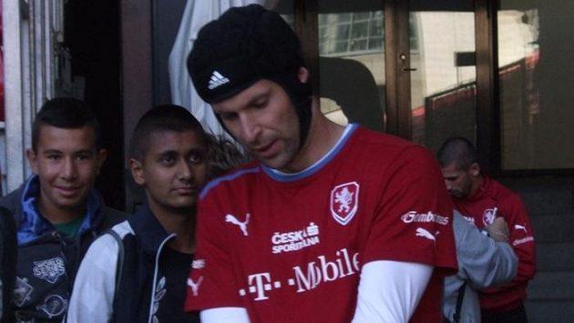 Petr Čech se po zranění vrací do české reprezentace na kvalifikační duely s Dánskem a Arménií.