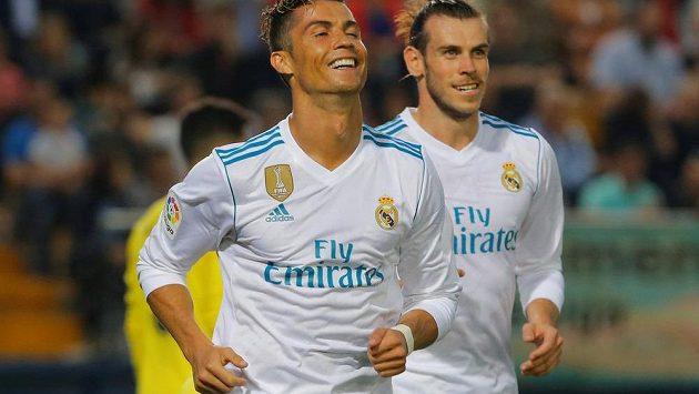 Cristiano Ronaldo a Gareth Bale slaví gól. Fotbalisté Realu Madrid zakončili španělskou ligu remízou 2:2 na hřišti Villarrealu.