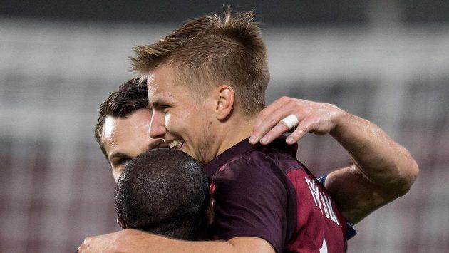 Martin Frýdek se raduje ze vstřeleného gólu.