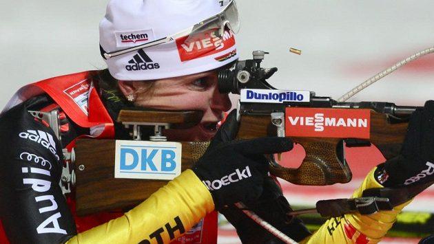 Německá biatlonistka Andrea Henkelová na střelnici.