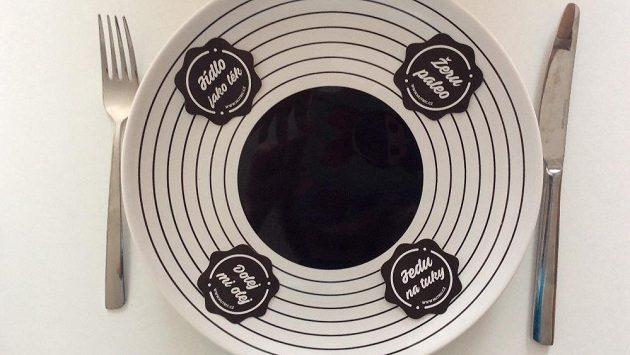 Tady je jasno. Na talíř jedině paleo, pro jistotu i napsáno.