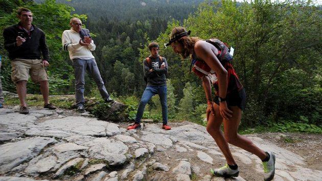 Anton Krupicka při náročném Ultra-Trail du Mont-Blanc, 168 km dlouhého závodu v Alpách v roce 2013.