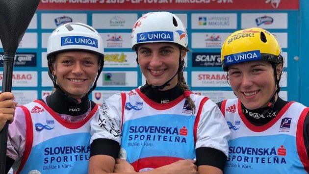 Gabriela Satková (uprostřed) s kolegyněmi Terezou Fišerovou (vpravo) a Amálií Hilgertovou.
