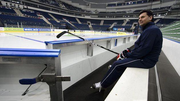 Trenér Vladimír Růžička před tréninkem, ke kterému hráči české reprezentace nastoupili poprvé v Minsk Areně v Minsku před sobotním semifinále mistrovství světa hokejistů proti Finsku.