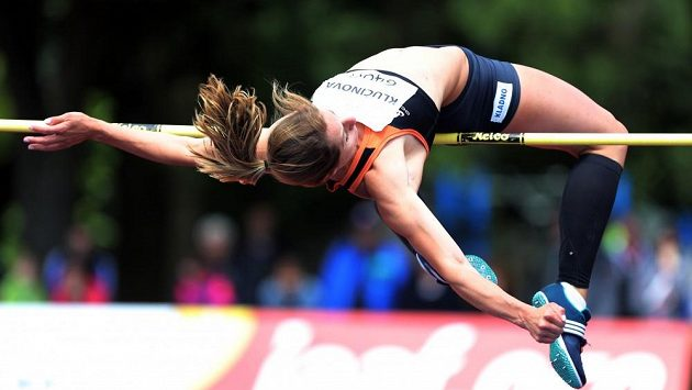 Eliška Klučinová během výškařské soutěže při TNT Express mítinku v Kladně.