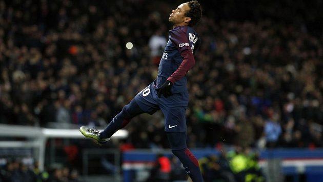 Neymarova fantazie. Ve francouzské lize nastřílel Dijonu čtyři góly.