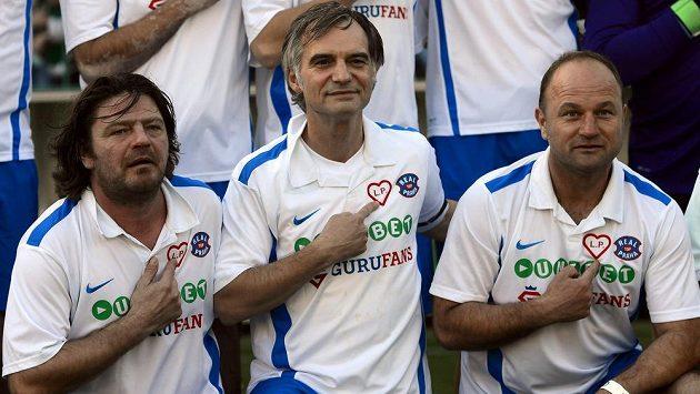 Leoš Noha (vlevo), Ivan Trojan (uprostřed) a Pavel Hoftych se zúčastnili v Praze druhého ročníku fotbalového Memoriálu Lukáše Přibyla.