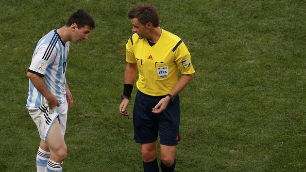 Italský sudí Nicola Rizzoli (na snímku) bude pískat finále MS mezi Argentinou a Německem.
