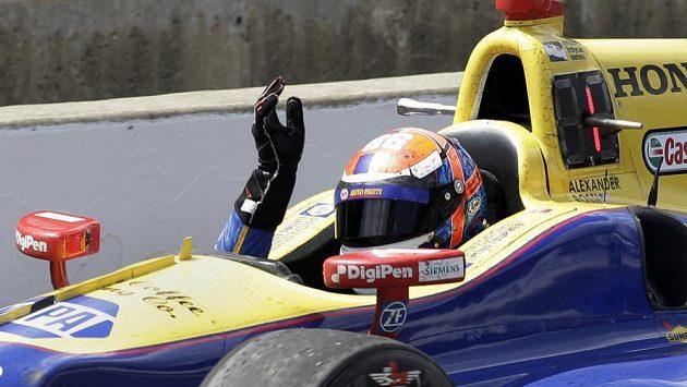 Američan Alexander Rossi jásá po triumfu ve 100. ročníku 500 mil v Indianapolis.