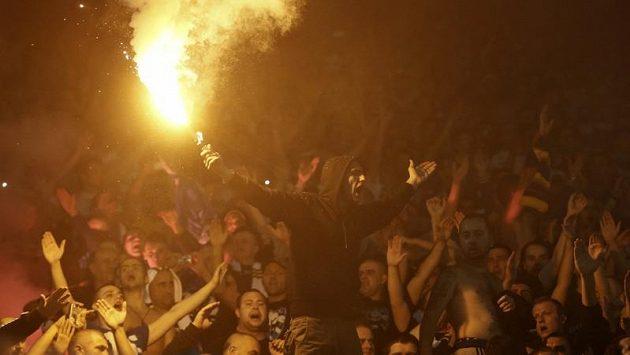 Rozvášnění fotbaloví fanoušci (ilustrační foto)