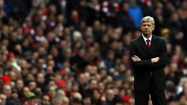 Naštvaný trenér Arsenalu Londýn Arséne Wenger po domácí porážce se Swansea.
