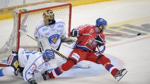 Český útočník Petr Nedvěd překonal finského gólmana Tuukku Raska.