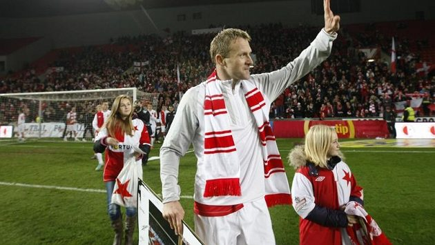 Stanislav Vlček se v pátek doprovodu svých dcer rozloučil s kariérou, teď už navléká sako jako funkcionář.