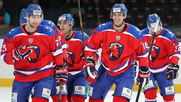 Hokejisté Lva se radují z branky - ilustrační foto.