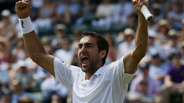 Obrovskou radost měl Marin Čilič po vítězství nad Johnem Isnerem ve 3. kole Wimbledonu.