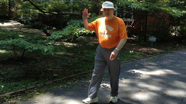 Jon Simpson musel po více než 40 letech s běháním skončit.