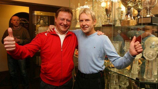 Pavel Ploc (vlevo) a Matti Nykänen při společném setkání v Harrachově v roce 2011.