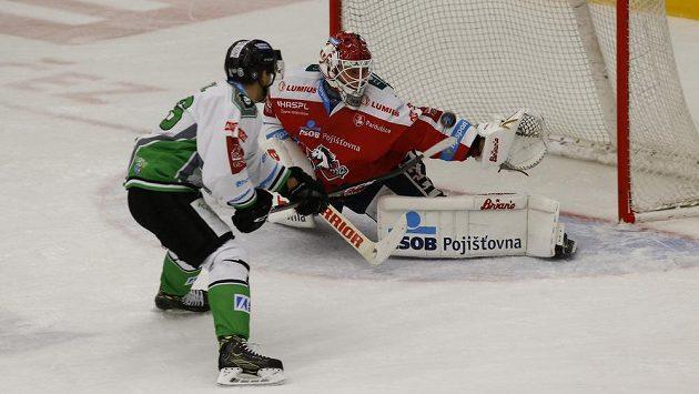 Brankář Brandon Maxwell si už za Pardubice nezachytá.