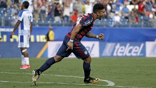 Americký útočník Dom Dwyer se raduje z gólu, který vstřelil Panamě.