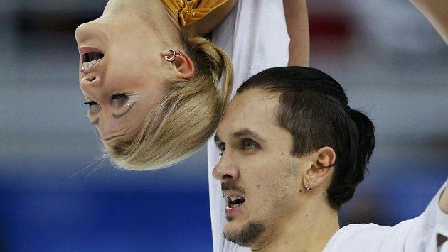 Taťtjana Volosožarová a Maxim Trankov, vítězové krasobruslařské soutěže sportovních dvojic.