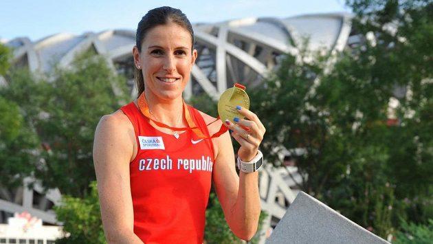 Zuzana Hejnová hrdě vystavuje svou zlatou medaili. Přidá i diamantovou trofej?