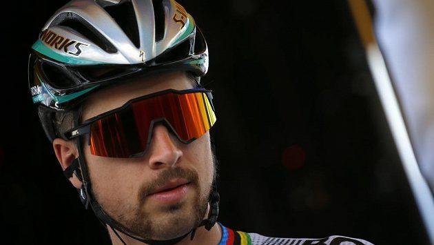 Na Tour de France ještě Peter Sagan shovával své vlasy pod helmou.