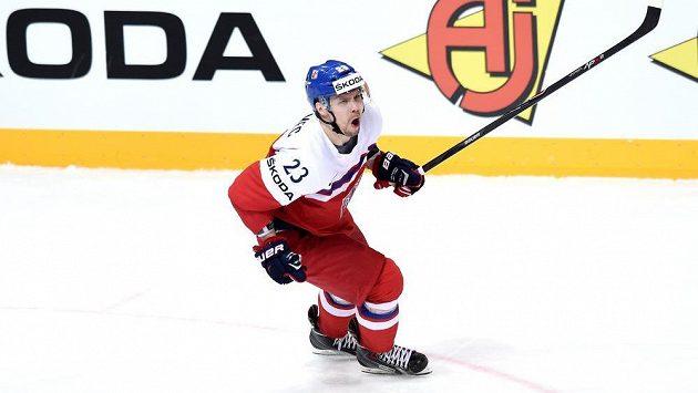 Český obránce Ondřej Němec oslavuje gól proti Francii.