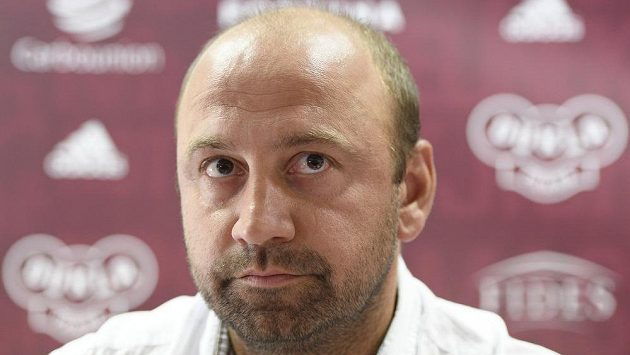 Trenér Pavel Drsek na tiskové konferenci Dukly Praha