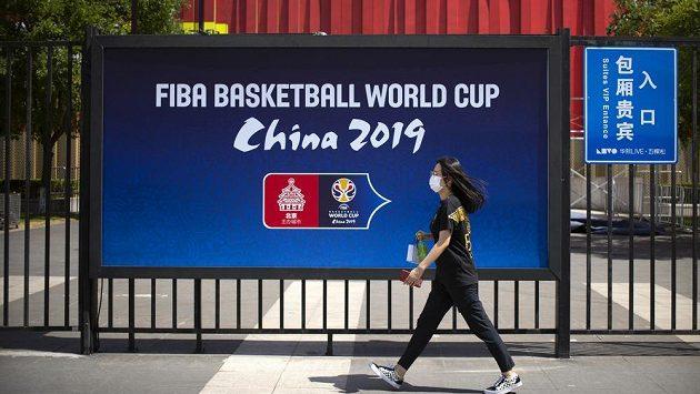 Basketbalové mistrovství světa v Číně budí rozruch. K vidění jsou moderní haly. S čím mají naopak fanoušci problém?