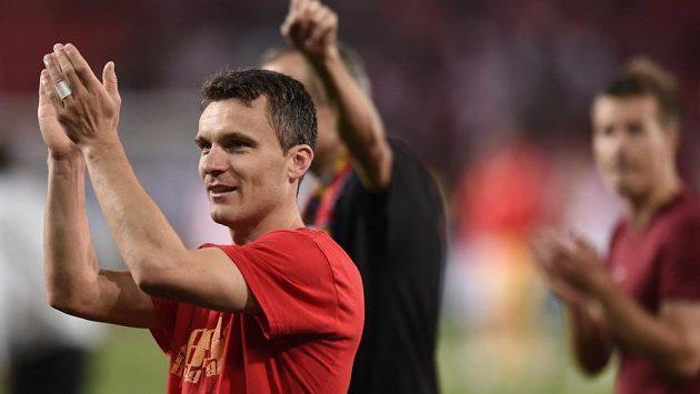 Sparťanský útočník David Lafata děkuje fanouškům za podporu po derby se Slavií.