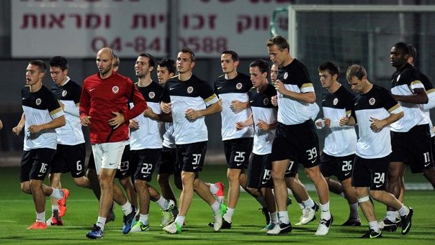 Sparťanští fotbalisté na tréninku v izraelské Haifě.