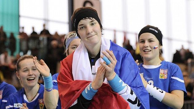 Česká brankářka Jana Christianová po zisku bronzových medailí na MS ve Švýcarsku.