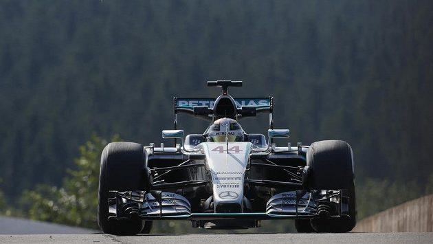 Lewis Hamilton s vozem Mercedes