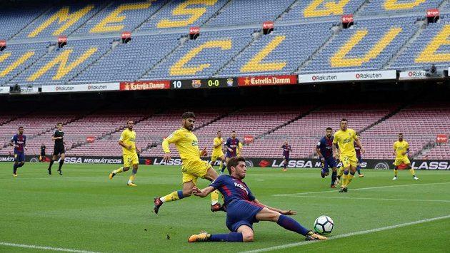 Nedělní ligové utkání proti Las Palmas odehráli fotbalisté Barcelony před prázdnými tribunami Camp Nou.