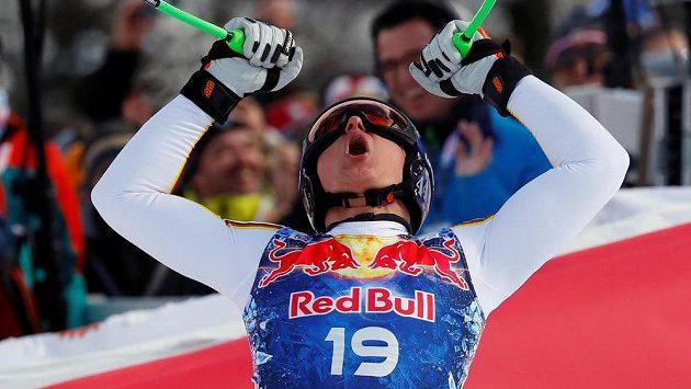 Thomas Dressen se raduje z překvapivého vítězství v Kitzbühelu.