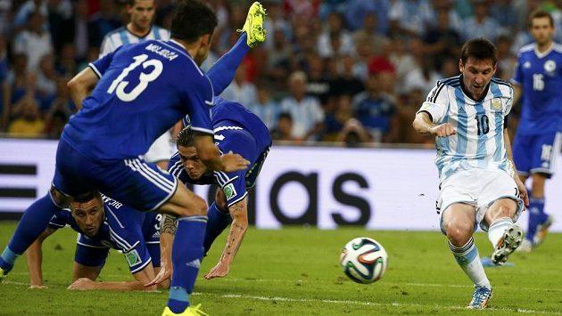 Tak skóruje Lionel Messi...